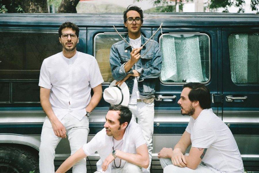 Retrato de los integrantes de la banda La vida Bohème