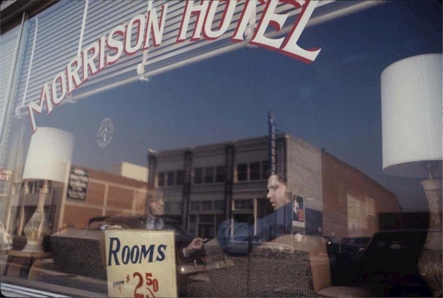Fotografía de the Doors durante las tomas para la portada de Morrison Hotel