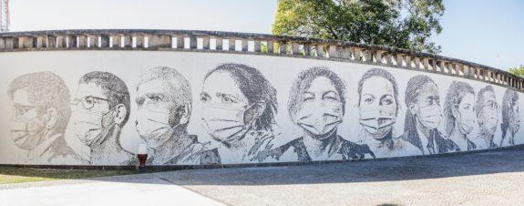 Mural de Vhils honra a trabajadores de la salud