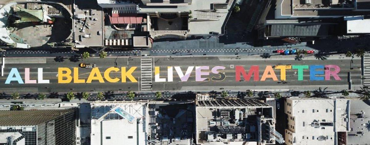 Murales de Black Lives Matter en calles de EEUU