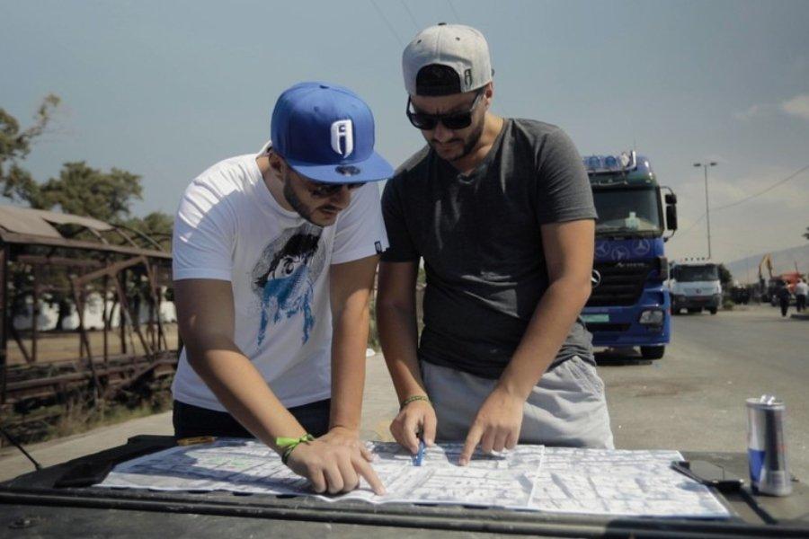 Omar y Mohamed Kabbani en el proceso del mural