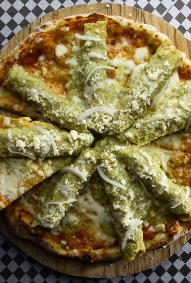 Pizza de enchiladas, el nuevo hit que debemos probar