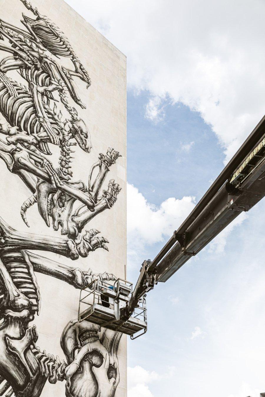 ROA creó nuevo mural en el Museo de la Universidad de Gante