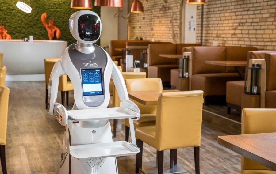 Robots de Dadawan llevando una orden