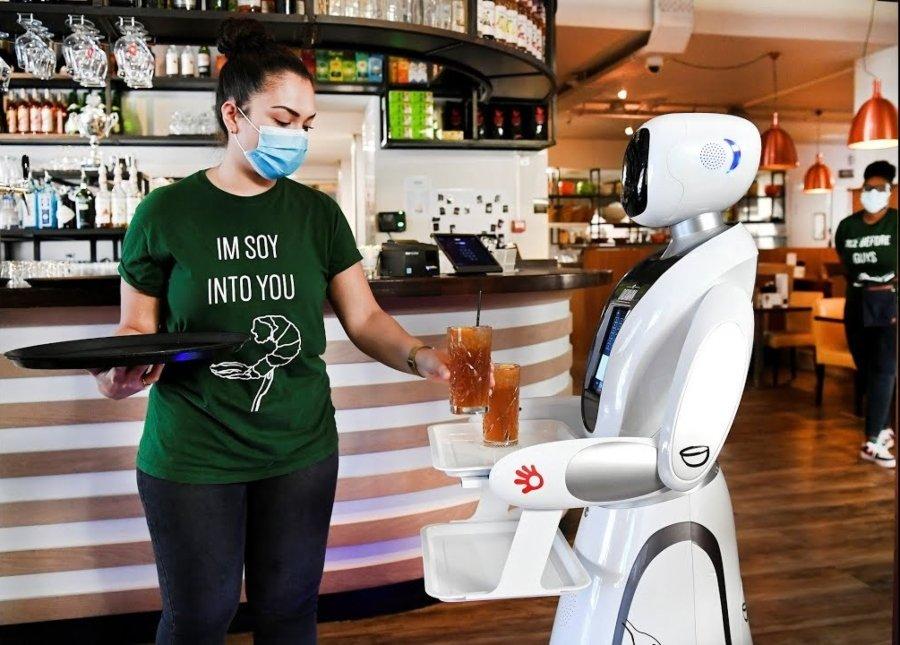 Personal de Dadawan trabajando con nueva tecnología