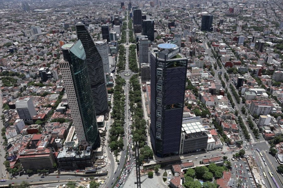Aerial photograph of Paseo de la Reforma taken with drone