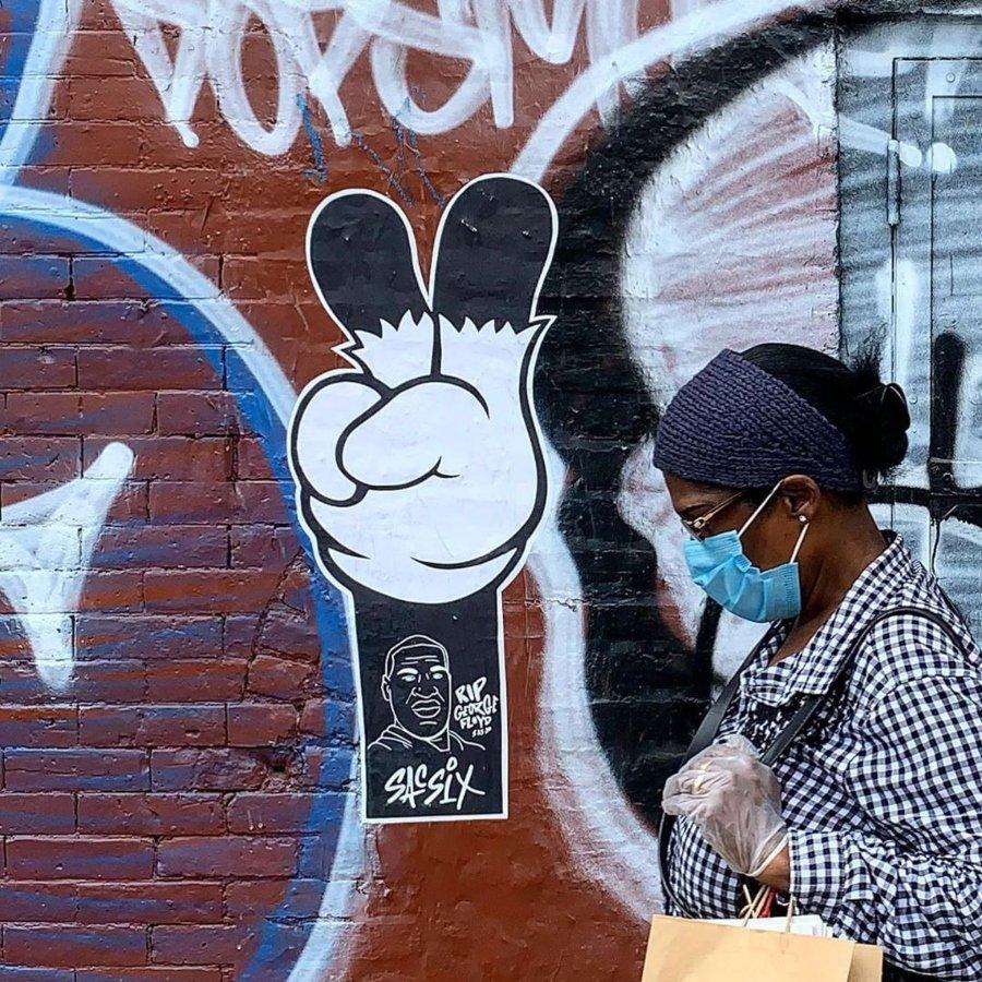 Paste Up por Sacsix con la mano de Mickey Mouse