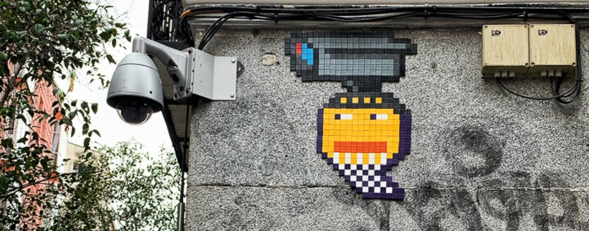 Basket of Nean, the street artist in mosaics