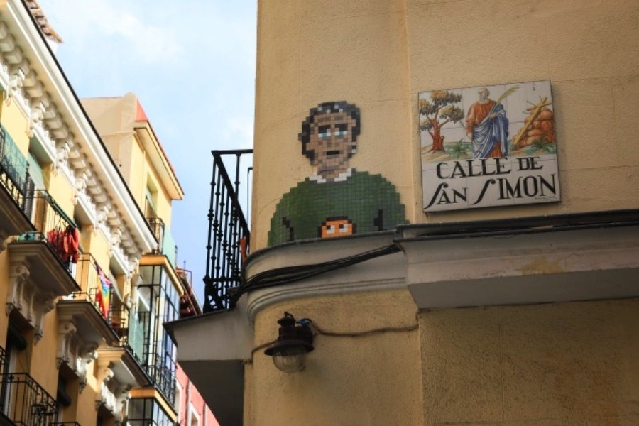 Mosaic piece with the image of Fernando Simón