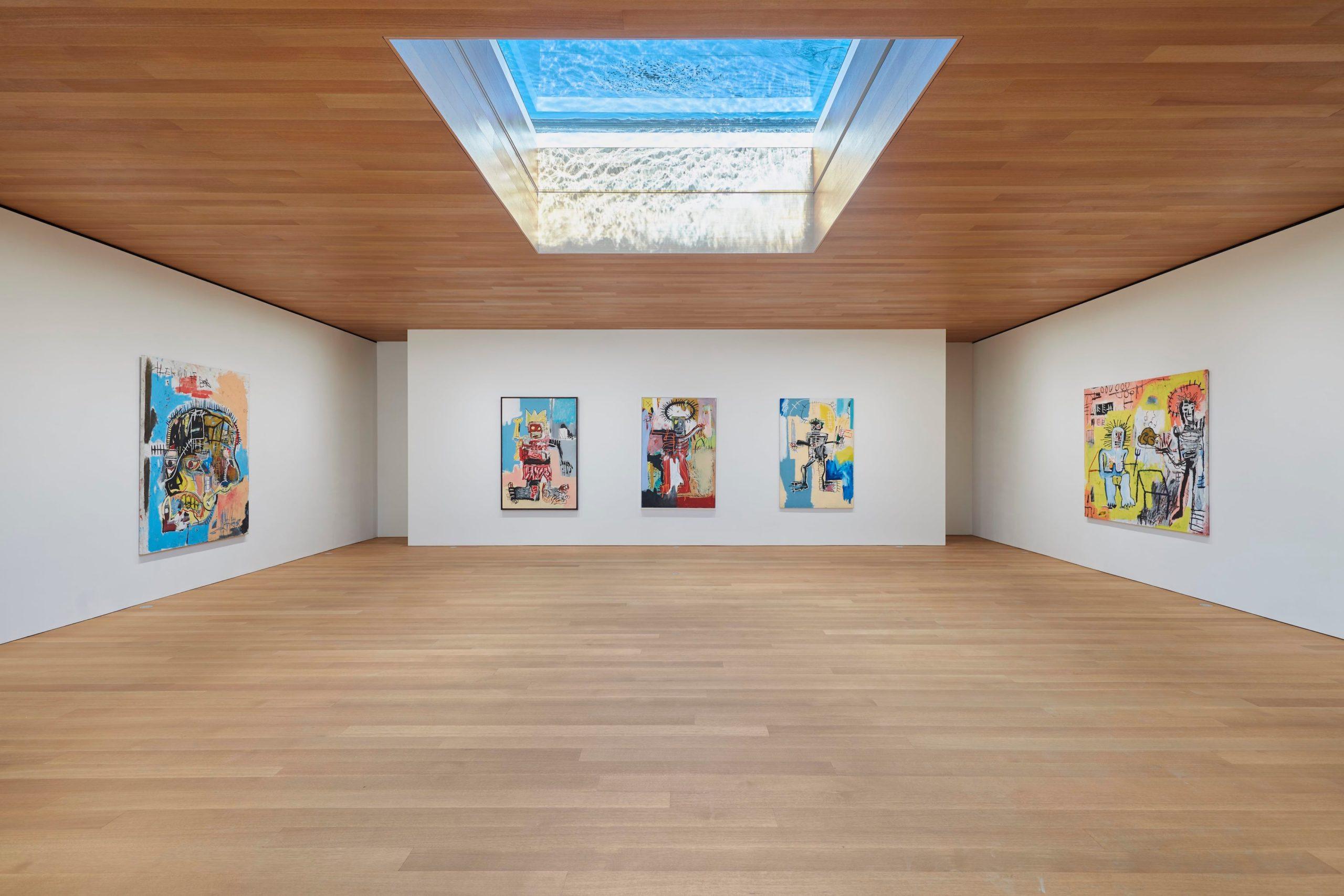 Sala de exposiciones con obras de Jean-Michael-Basquiat