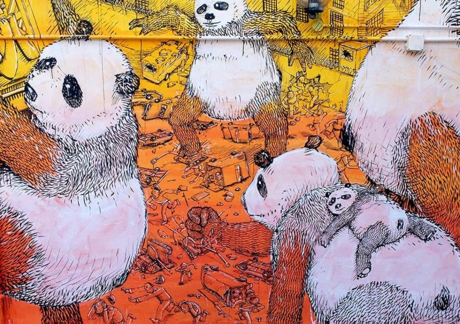 "Mural ""La Pandemia"" por BLU"