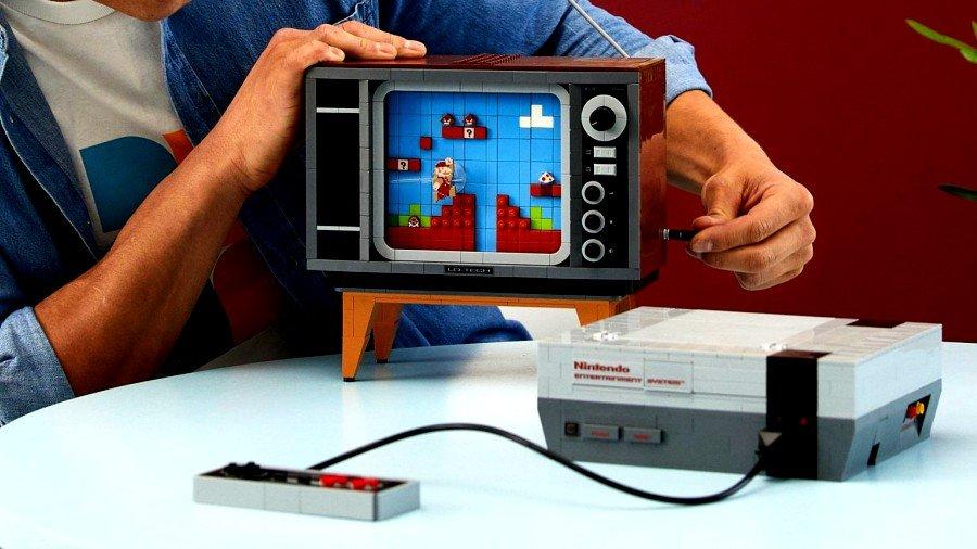 Las piezas forman una televisión, un control y una consola NES