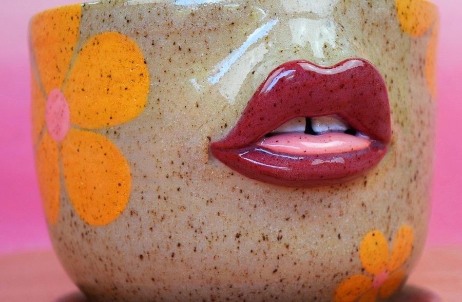 recipiente con labios por tatiana cardona