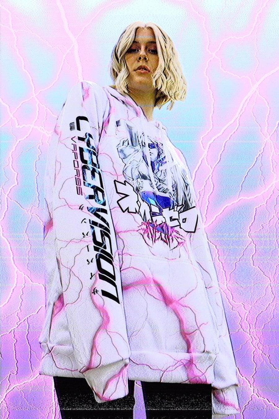 ASpecto de la ropa colaborativa entre Vapor95 y Vinne Art