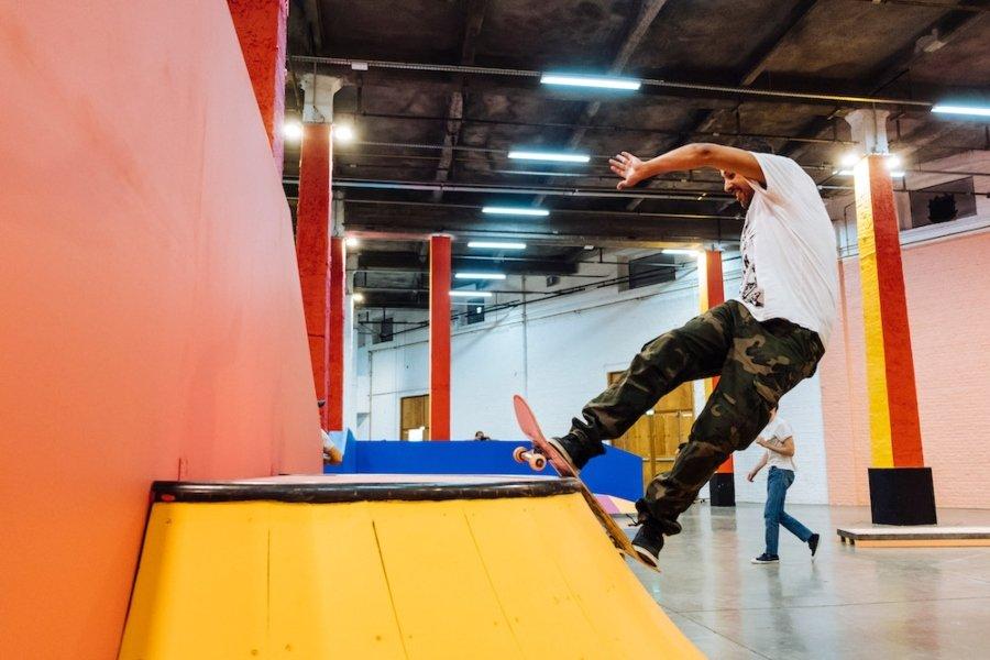 Yinka Ilori llenó de color este skatepark