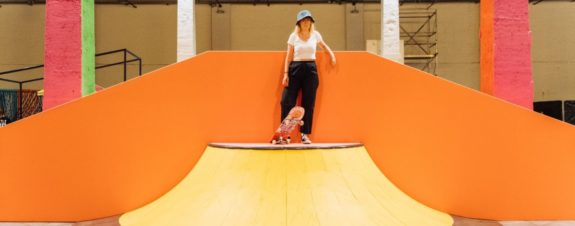 Yinka Ilori y su reciente intervención en un skatepark