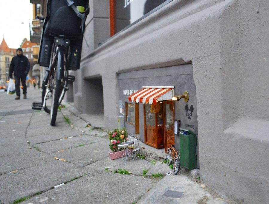 Instalación callejera por Anonymouse