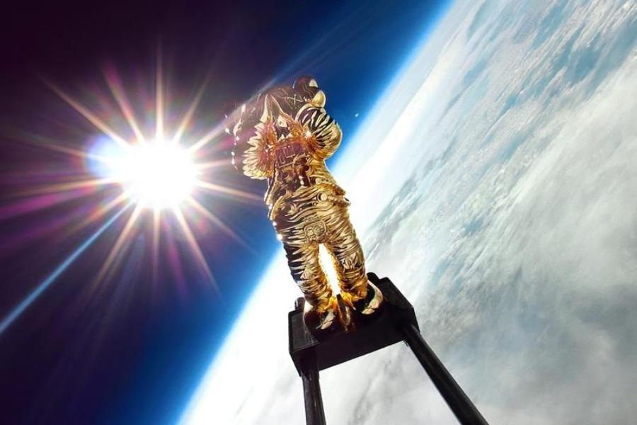 KAWS:HOLIDAY SPACE,