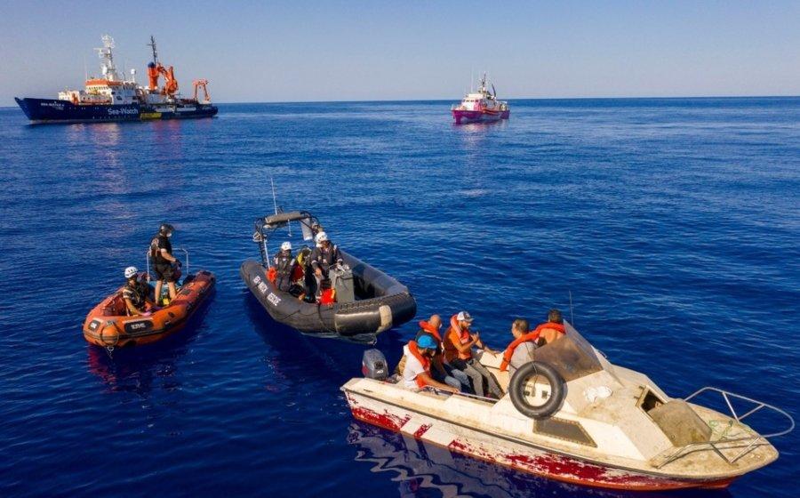 Rescatan a migrantes de barco financiado por Banksy