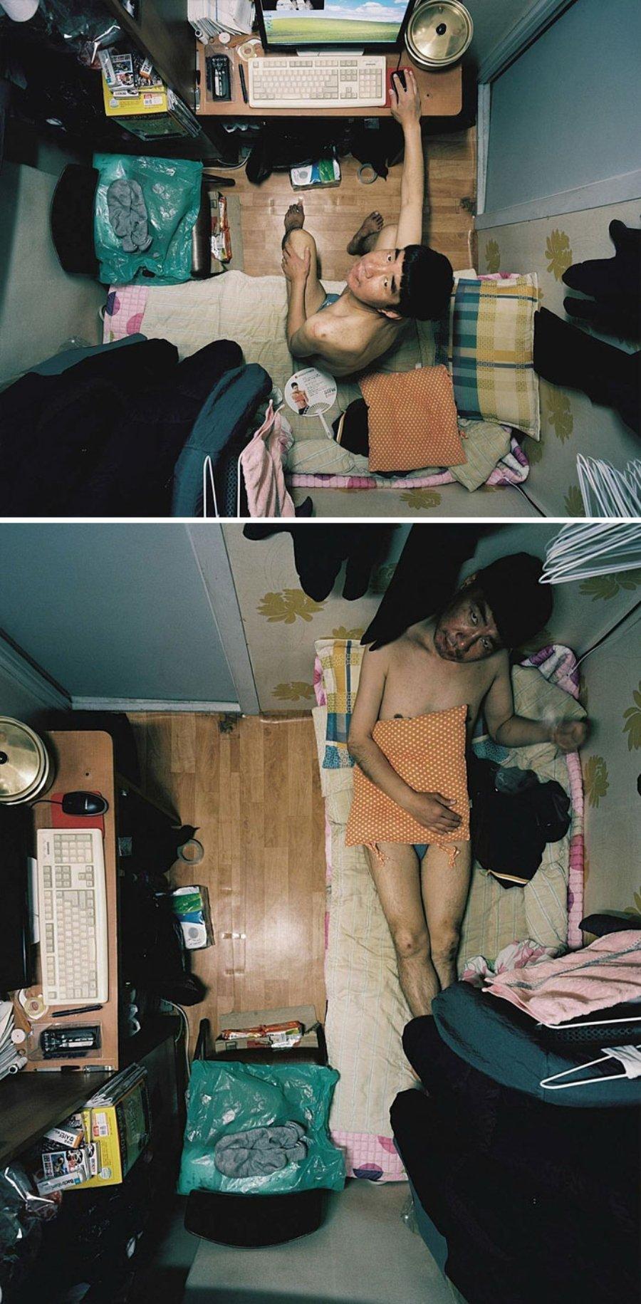 """Fotografía de un hombre viviendo en un """"Goshitel"""" por Sim Kyu Dong"""