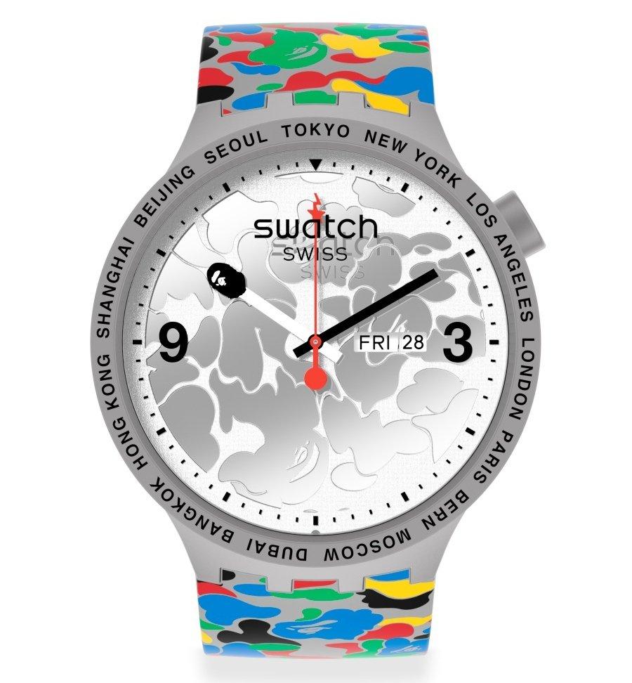 Aspecto del reloj gris de la nueva colaboración de Swatch y Bape