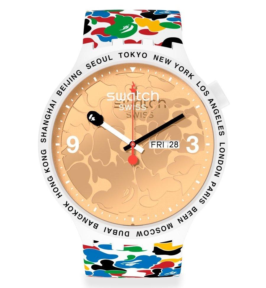 Aspecto del reloj blanco de la nueva colaboración de Swatch y Bape