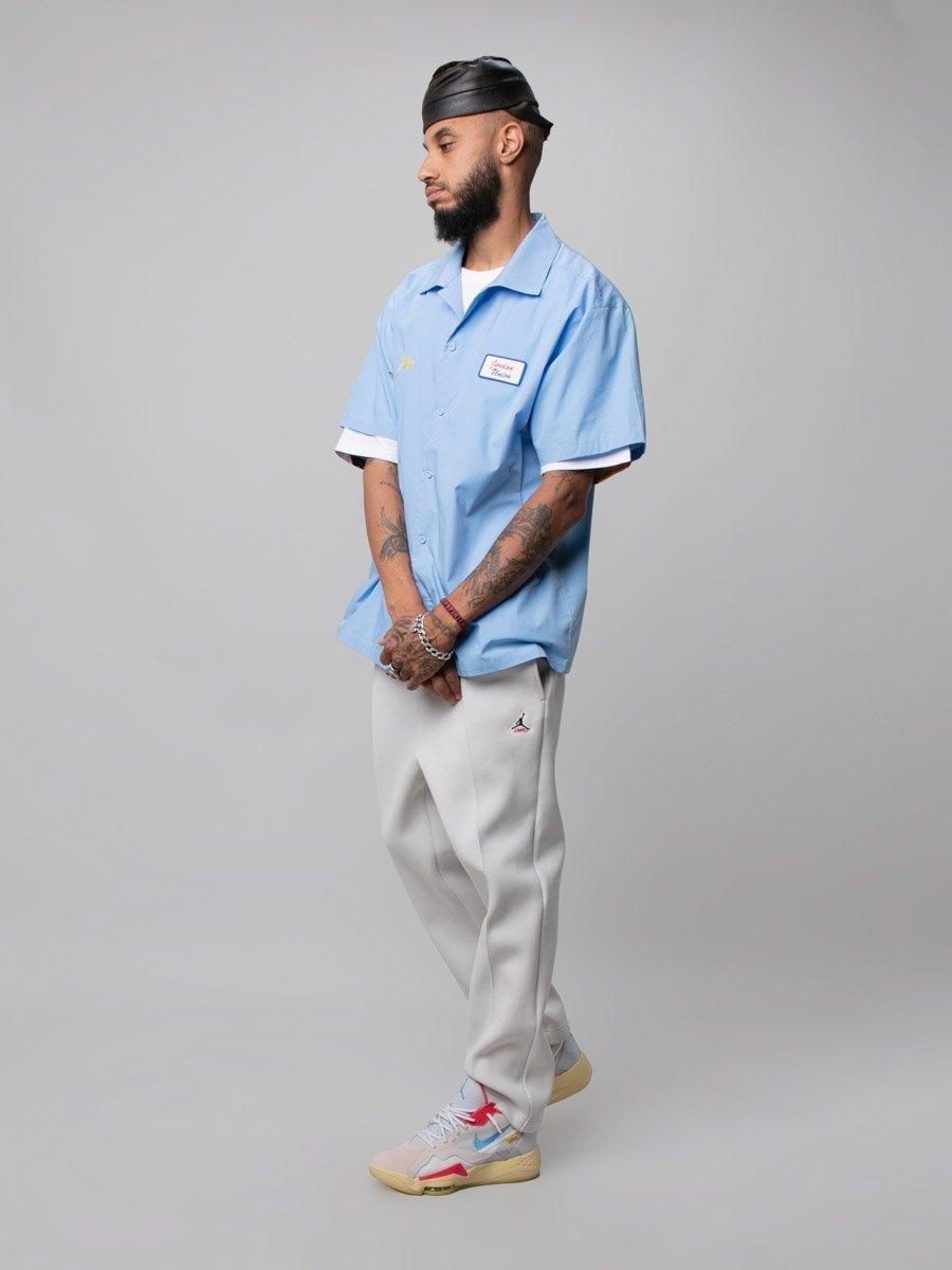 Camisa de manga corta azul, parte de la colección entre Union LA y Jordan