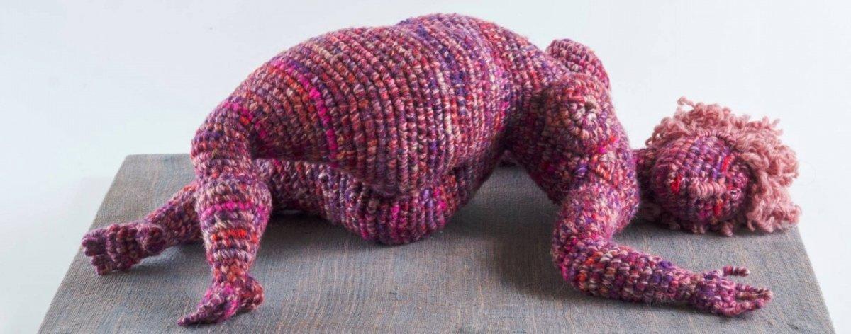 Yulia Ustinova: esculturas femeninas en crochet