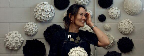 Vanessa Hogge y sus arreglos florales de cerámica