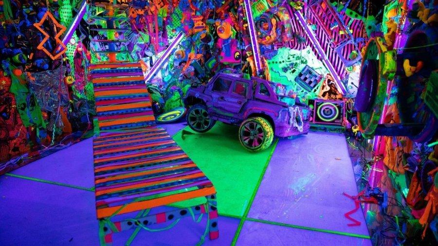 """Instalación """"Cosmic Cavern"""" de Kenny Scharf en """"Beyond the Streets""""."""