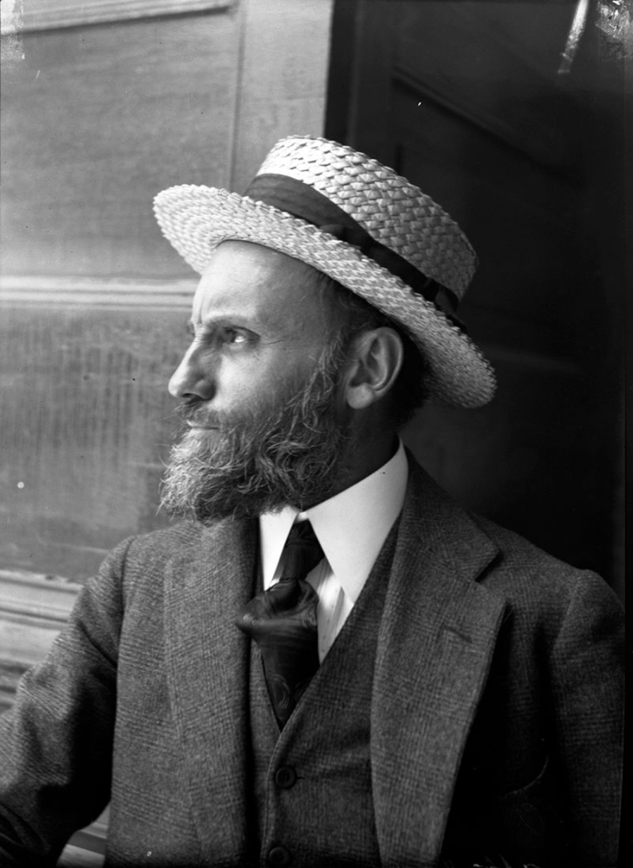Retrato en blanco y negro del Dr Atl de perfil