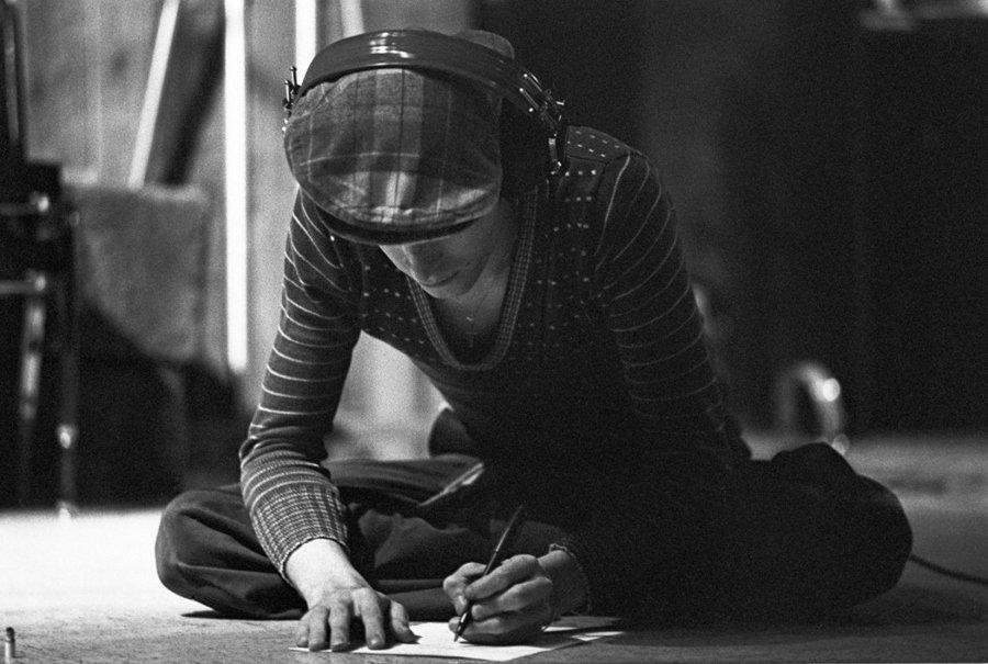 Retrato de David Bowie por Geoff MacCormack