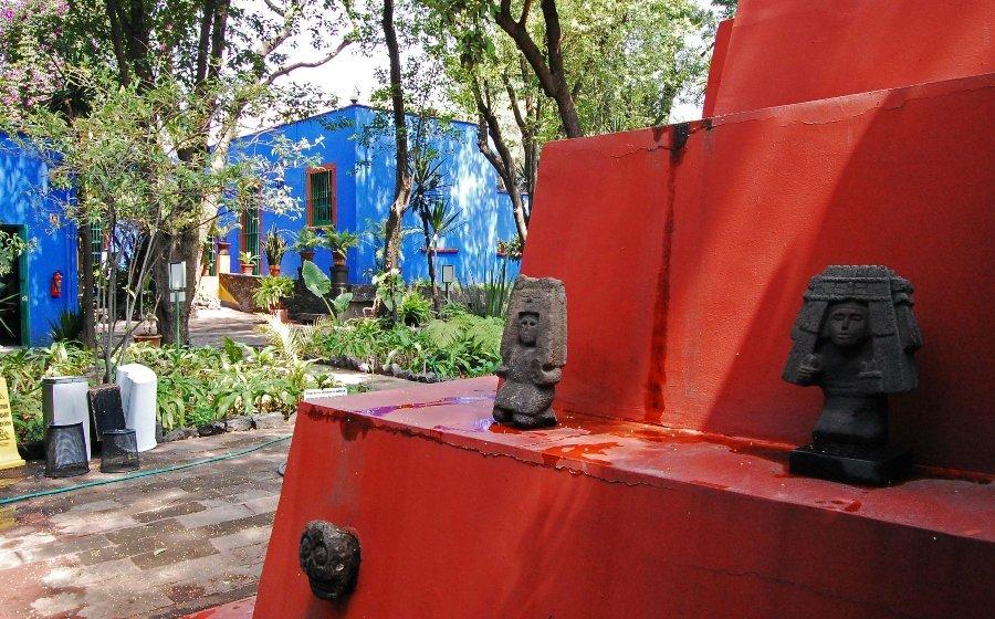 Patio exterior de la Casa Azul de Frida Kahlo