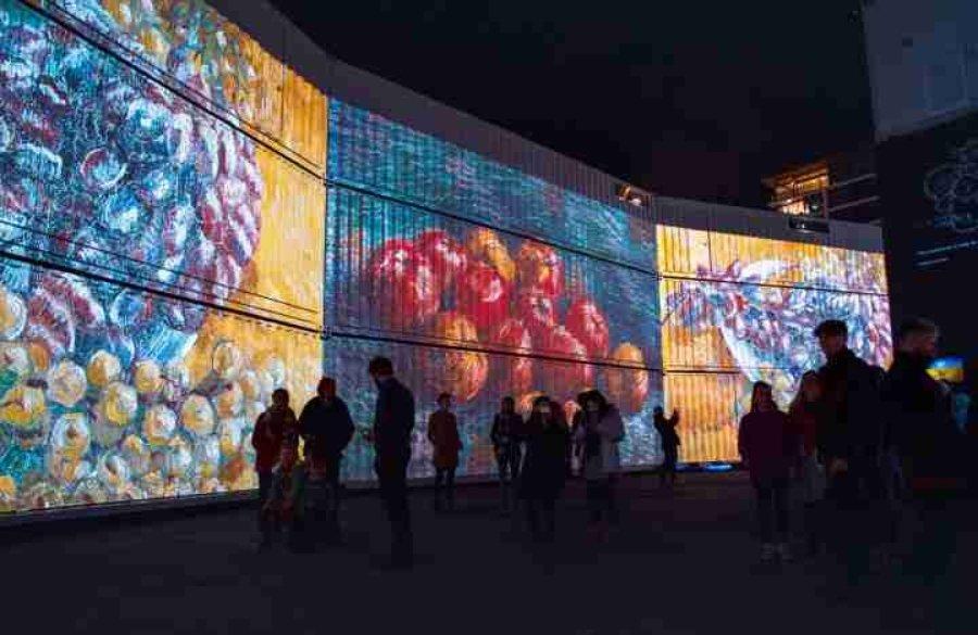 Obras de Van Gogh proyectadas en contenedores
