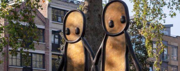 Holding Hands, la nueva escultura de STIK en Londres