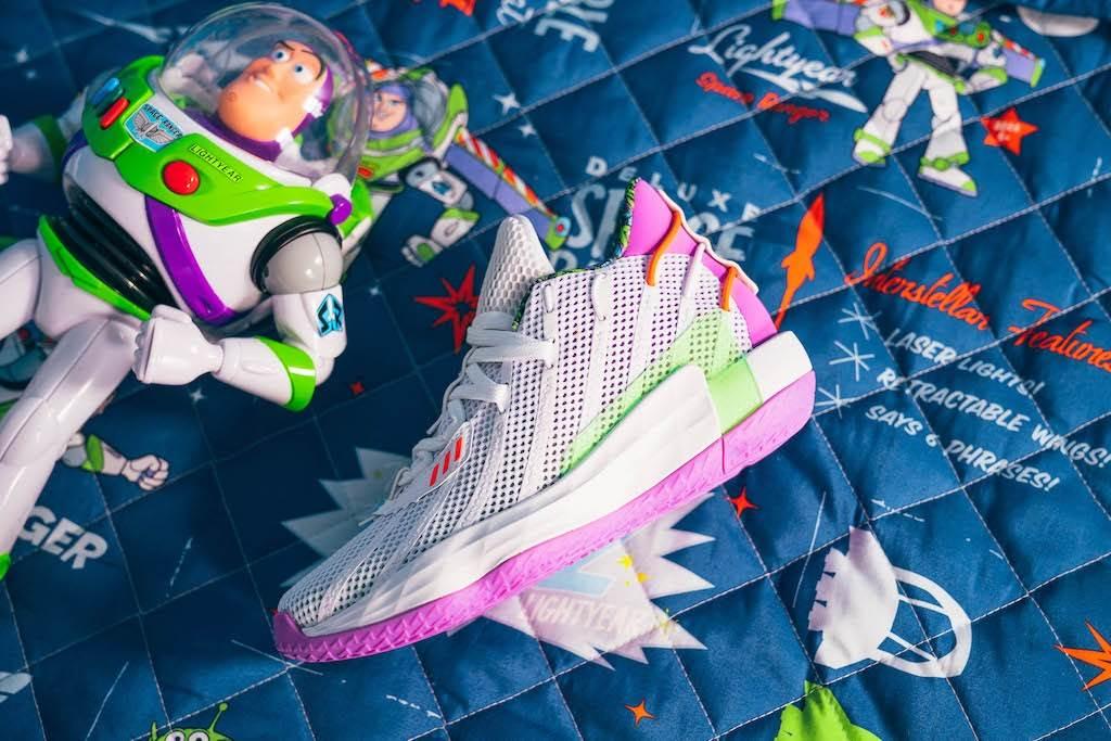 tenis de Buzz Lightyear, de la colección de Adidas y Pixar