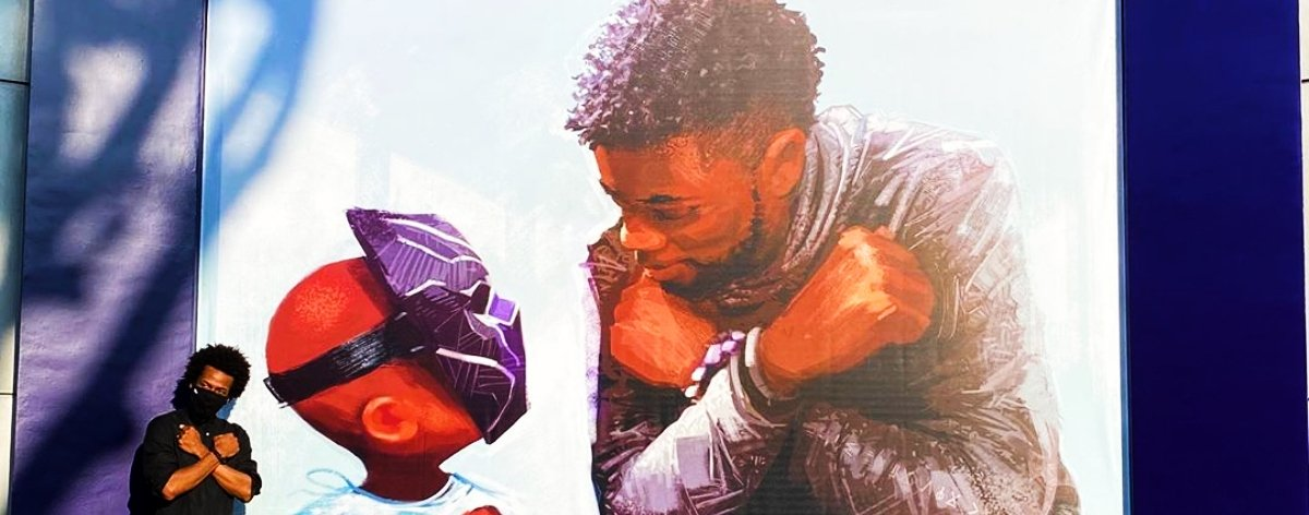 Mural de Chadwick Boseman en Disneyland