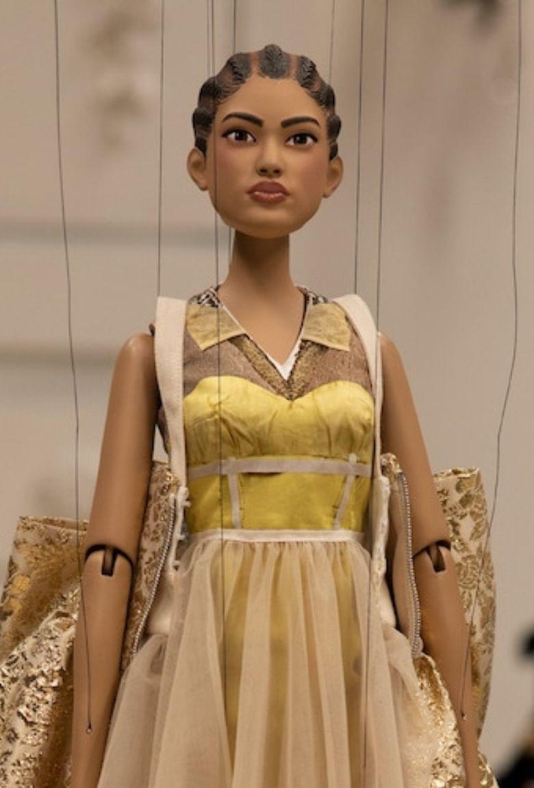Moschino presentó un desfile de modas con marionetas