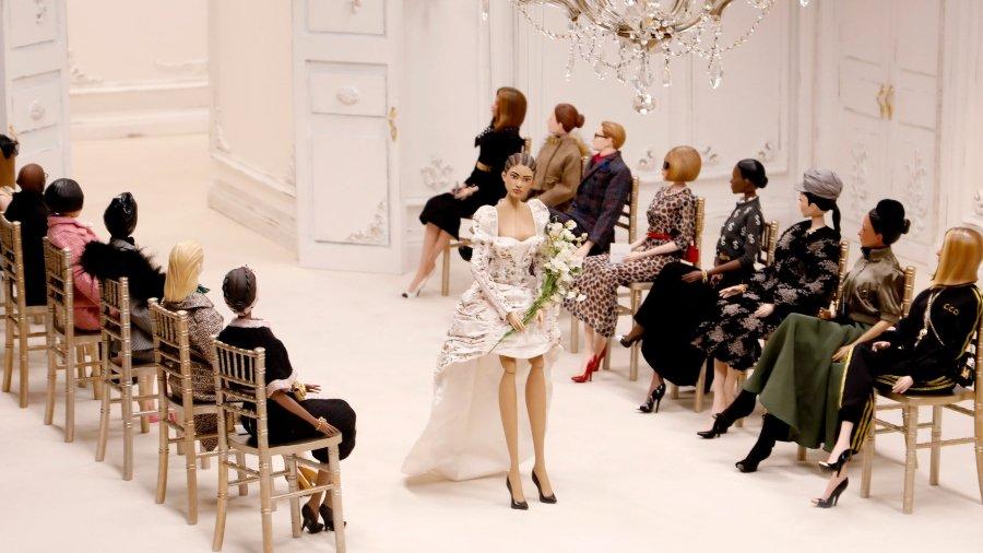 Moschino presentó su desfile de modas de marionetas