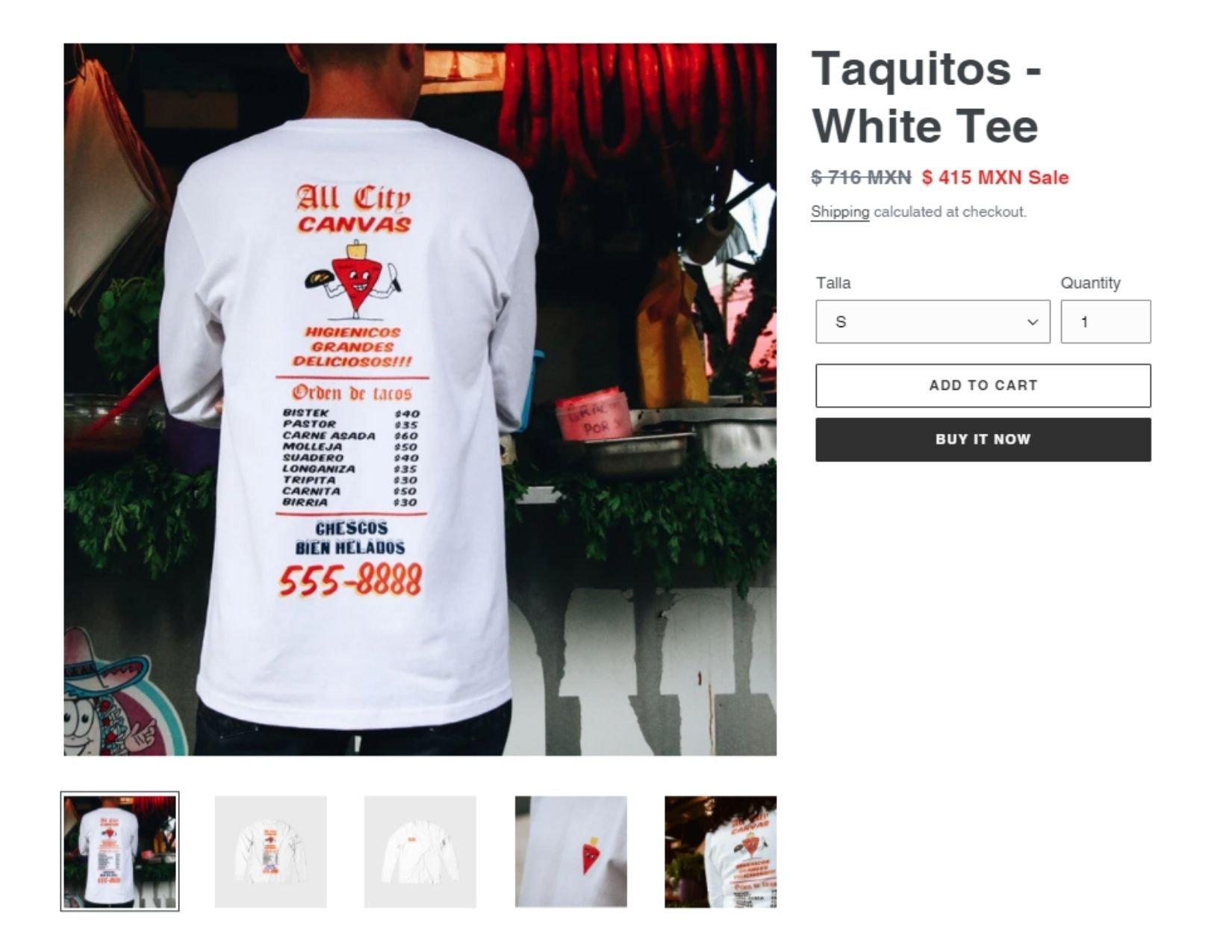 hombre de espaldas con camiseta blanca de manga larga con letras rojas y negras con un menú de tacos | Descuentos para el Buen Fin 2020