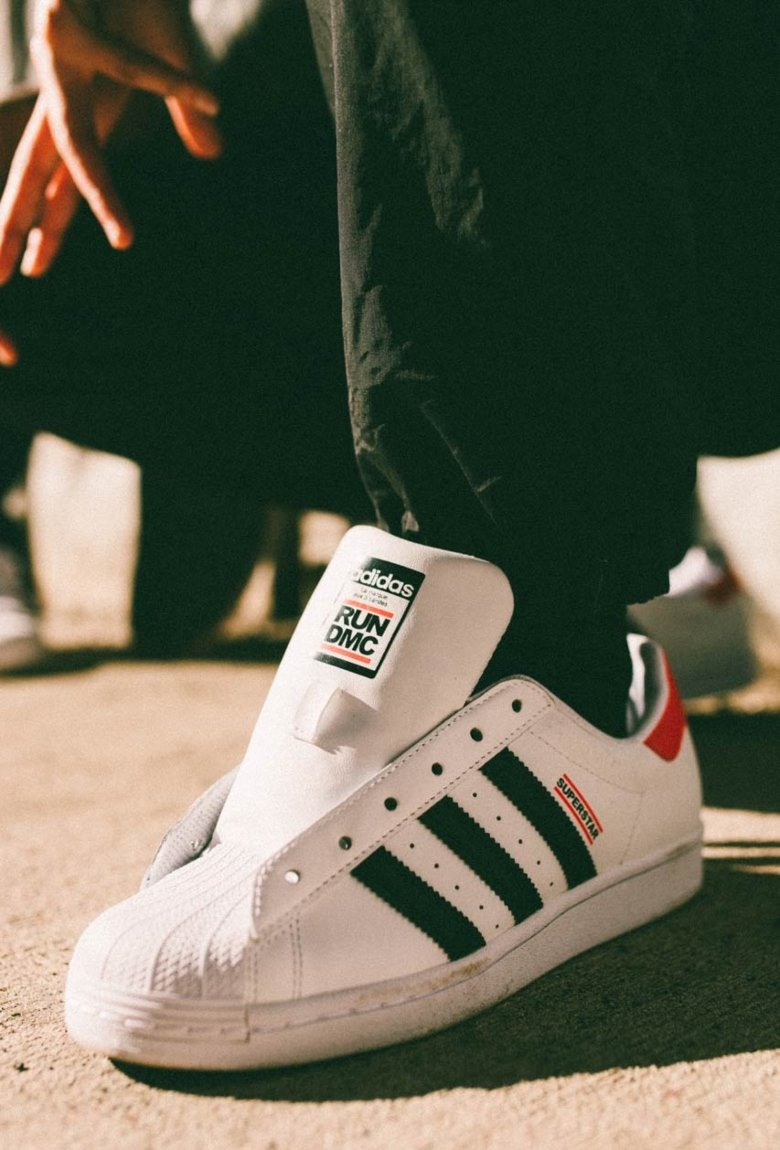 Superstar de adidas: 50 aniversario con RUN-DMC