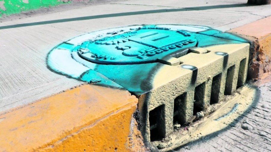 Coladera intervenida en la colonia Miguel Hidalgo