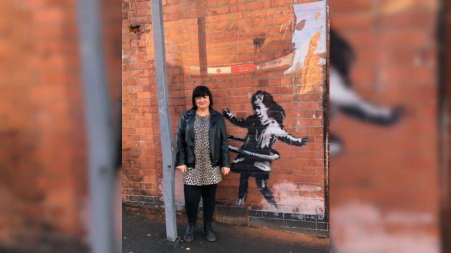 "Pieza de Banksy ""hula-hooping girl"""