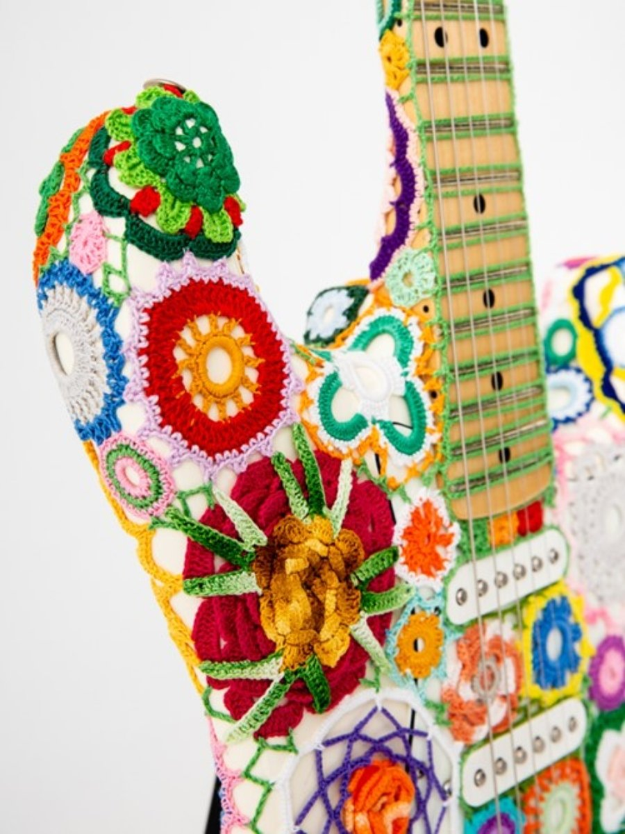 Funda para Fender Stratocaster por Joana Vasconcelos