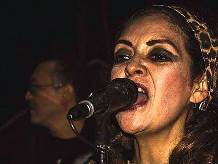 Tere Farfisa cantando