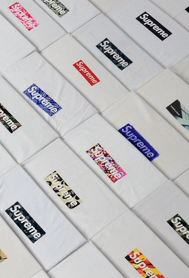 The Box Logo Collection, camisetas Supreme en subasta
