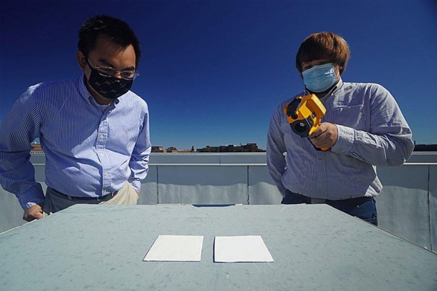 Investigadores haciendo prueba de la UltraWhite