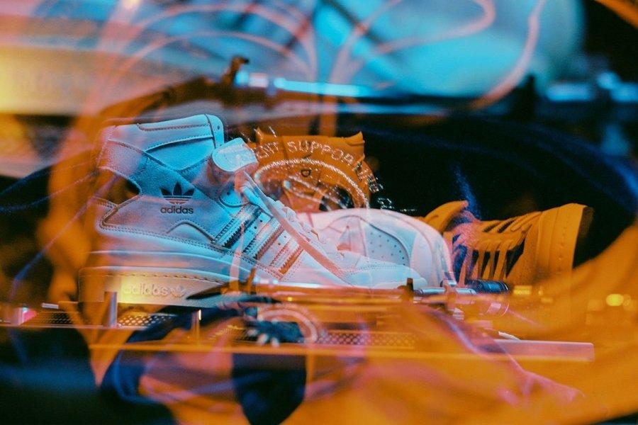 Aspecto de las Adidas Forum 84Hi de Si Vas Descalzo