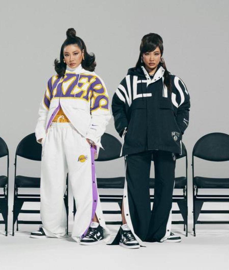 Modelos con conjunto deportibo de los Lakers y los METS