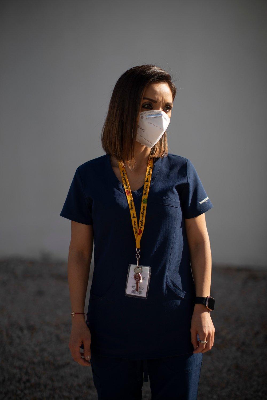 FOTOGRAFÍA DE DOCTORA CON MASCARILLA, FOTOGRAFÍA POR ANA HOP